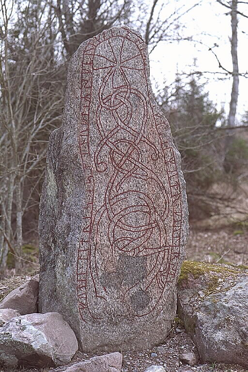 Runes written on runsten, grovkornig granit. Date: V